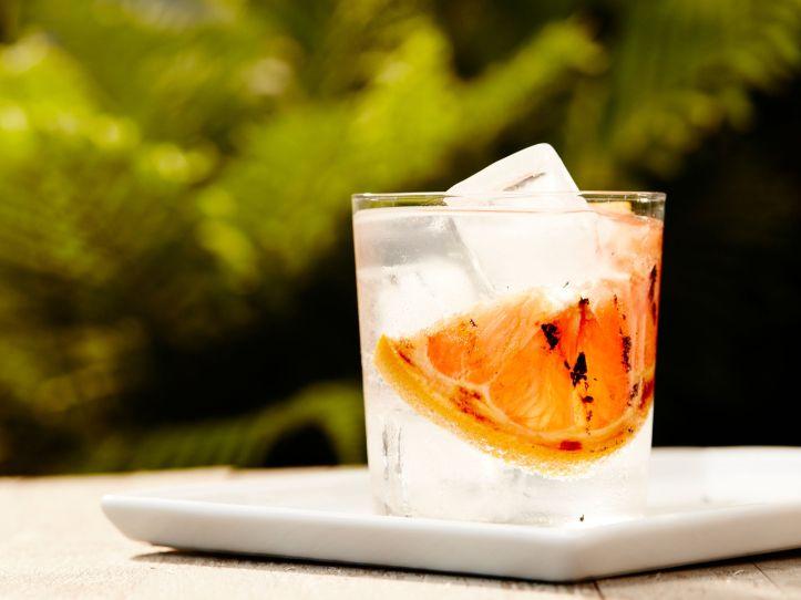 smoky-grapefruit-gin-and-tonic-2000x1500